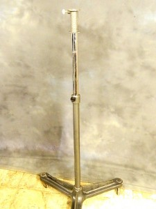 CAST HEAVY METAL CUSHIONED WHEELED LIGHTING STAND**