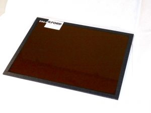 ILFORD 8X10″ GLASS 902 SAFELIGHT FILTER (boxed,new)