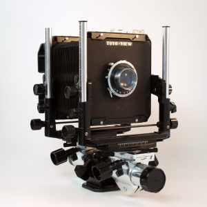 TOYO G 4×5 MONORAIL CAMERA WITH SCHNEIDER 150mm f/4.5 LENS AND ORIGINAL CASE***